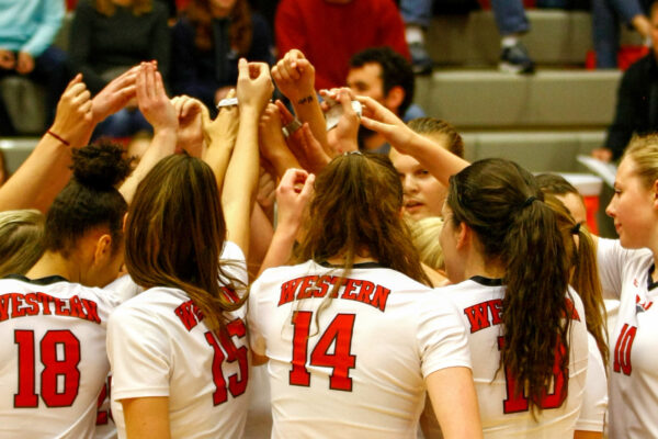Women's Volleyball stays positive through adversity