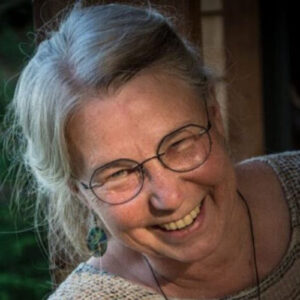 Headshot of Lynne Quamby