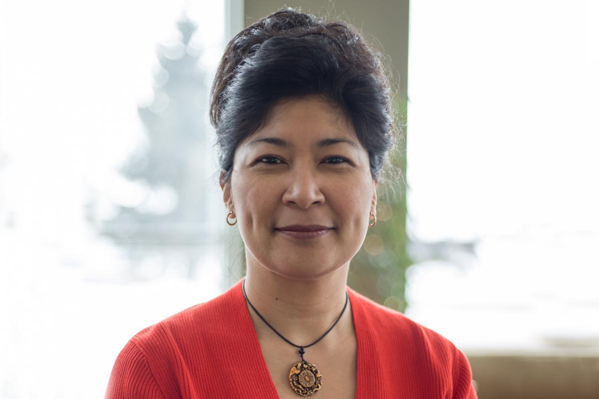 Dr. Alina Luna, professor