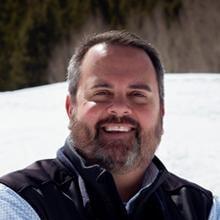 Headshot of Dan Robertson